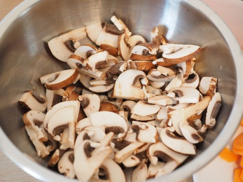 mushrooms-592287_1920